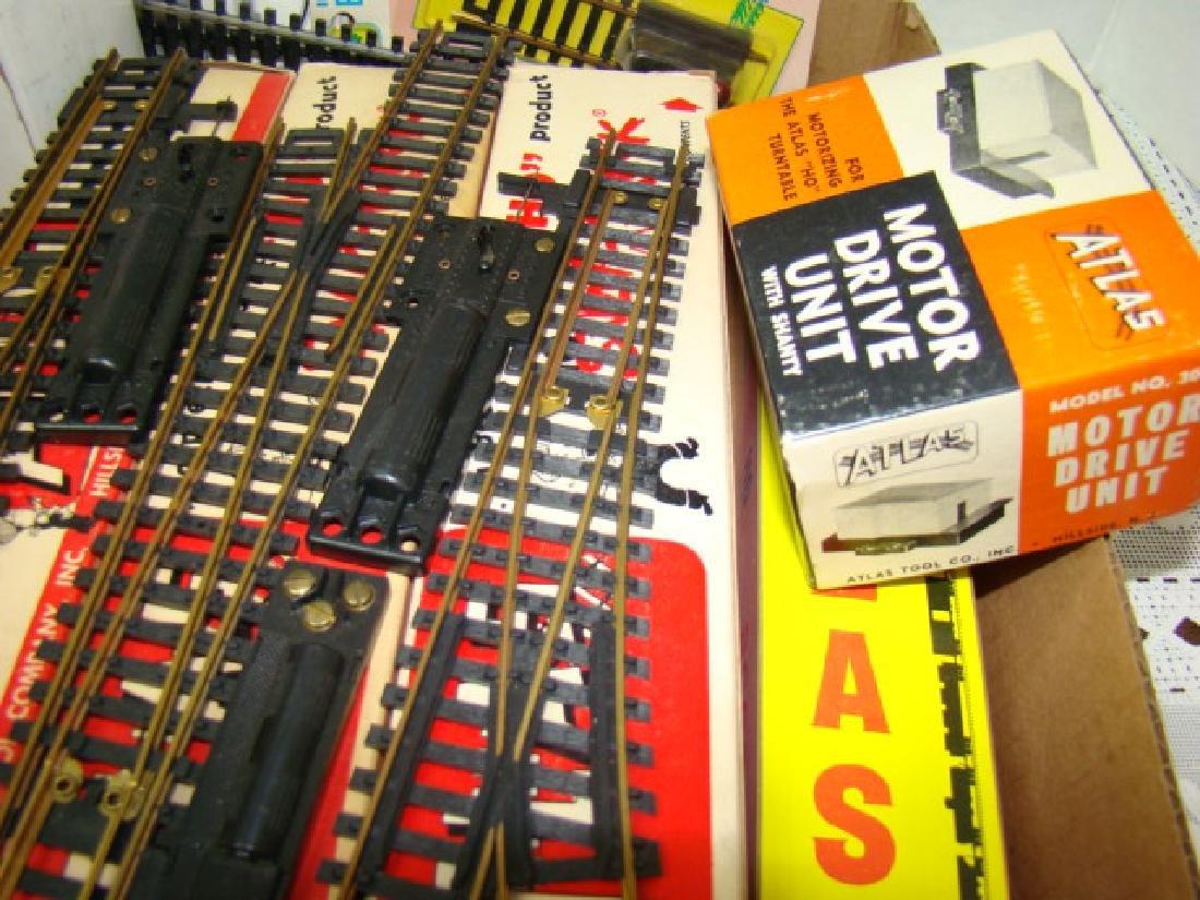 ATLAS TRAIN ACCESSORIES IN ORIGINAL BOXES - 2