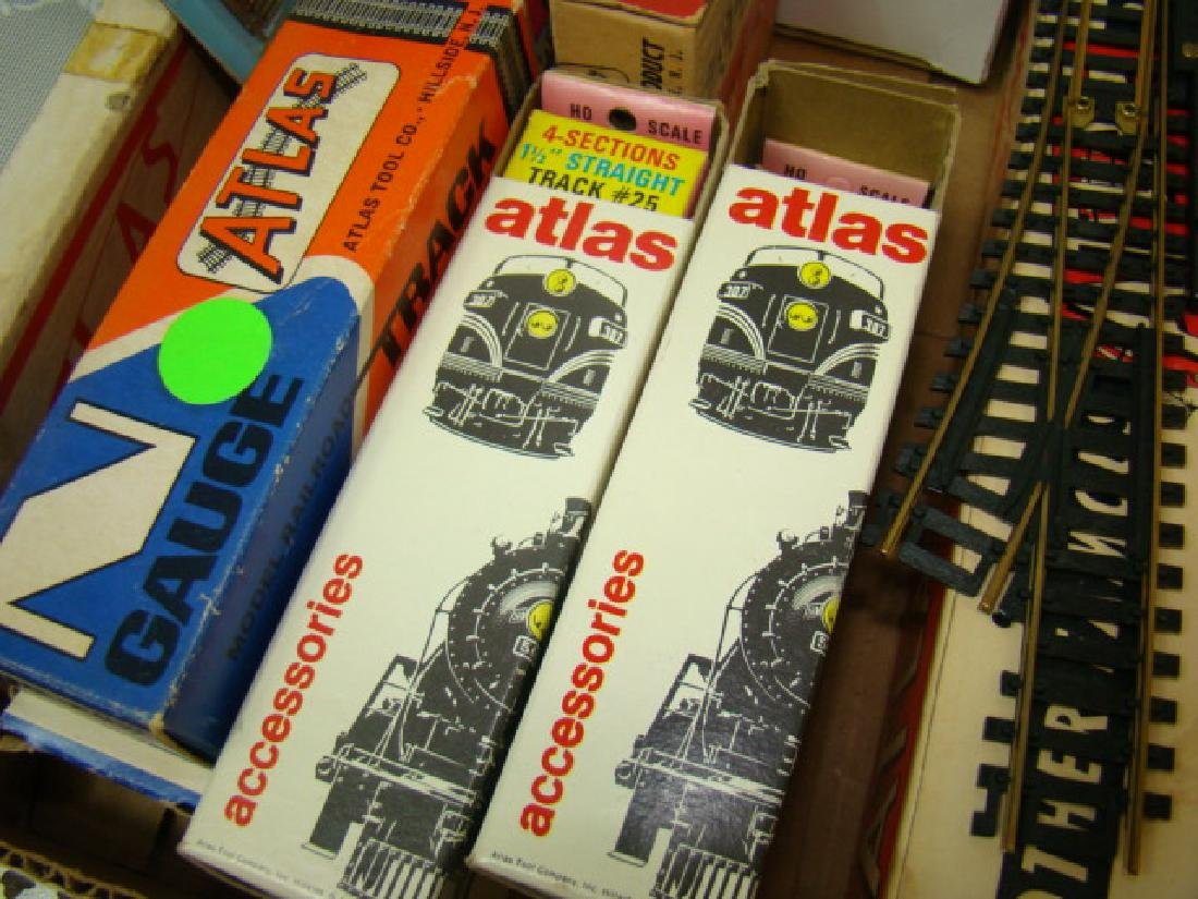ATLAS TRAIN ACCESSORIES IN ORIGINAL BOXES - 3