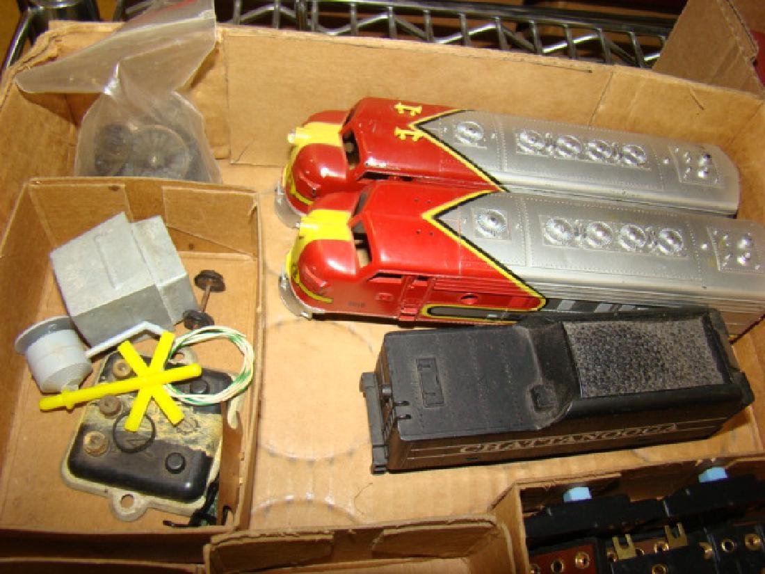 VARIOUS HO TRAIN LOTS-LOCOS AND CARS - 3