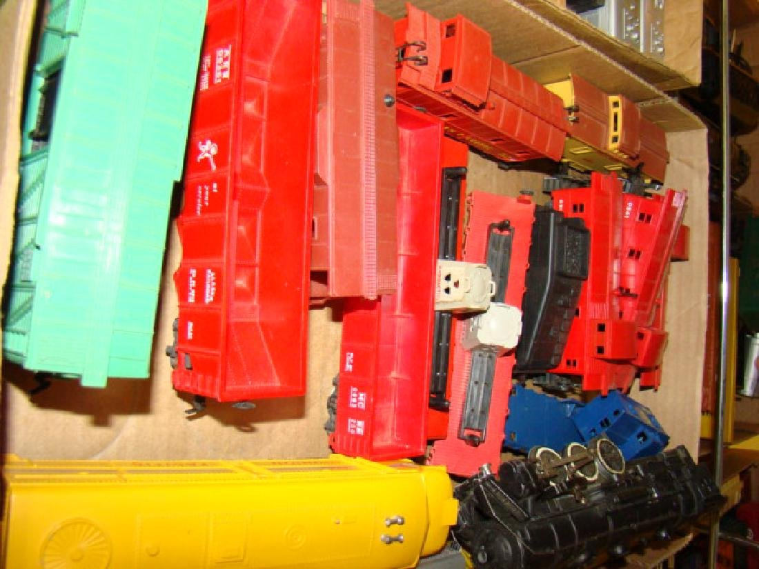VARIOUS HO TRAIN LOTS-LOCOS AND CARS - 4