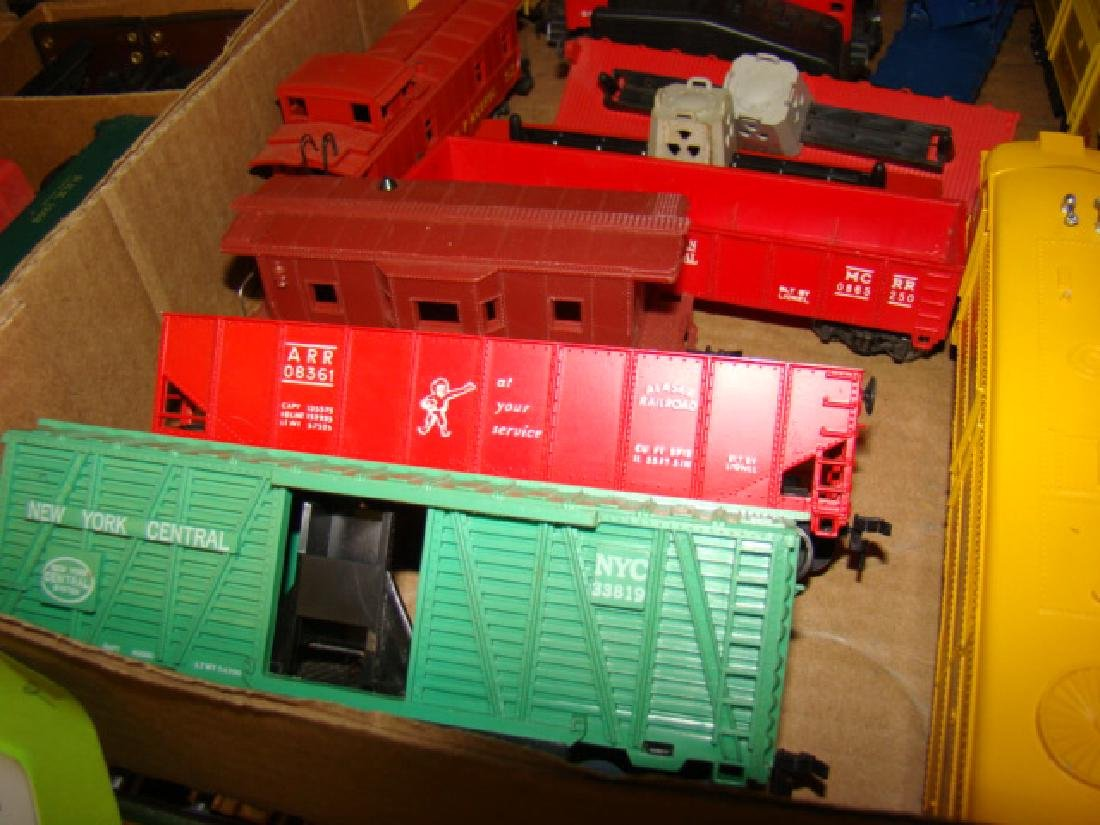 VARIOUS HO TRAIN LOTS-LOCOS AND CARS - 6