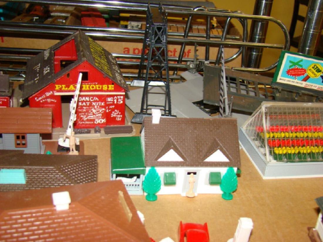 PLASTICVILLE DISPLAY BASE & VARIOUS BUILDINGS - 5