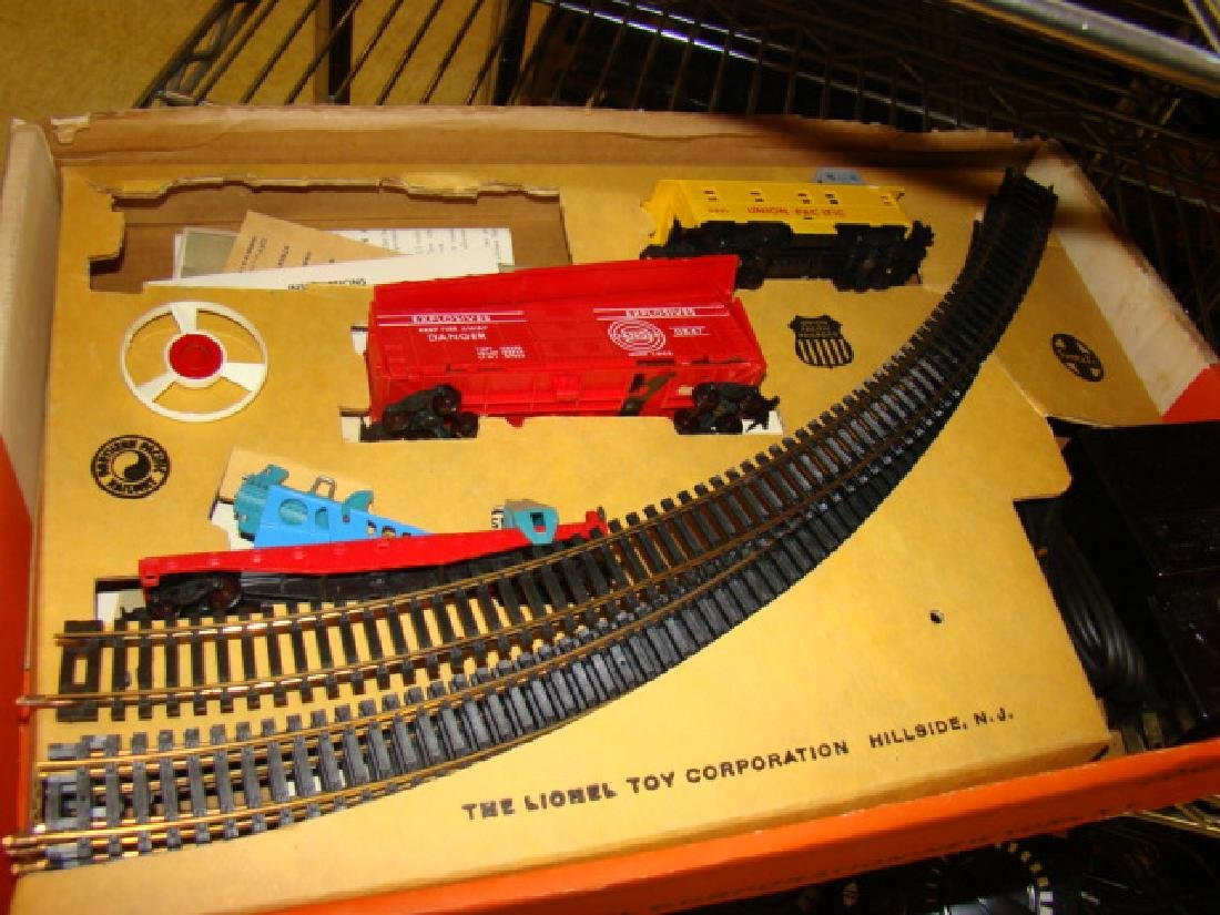 LIONEL HO SCALE TRAIN SET IN ORIGINAL BOX - 2
