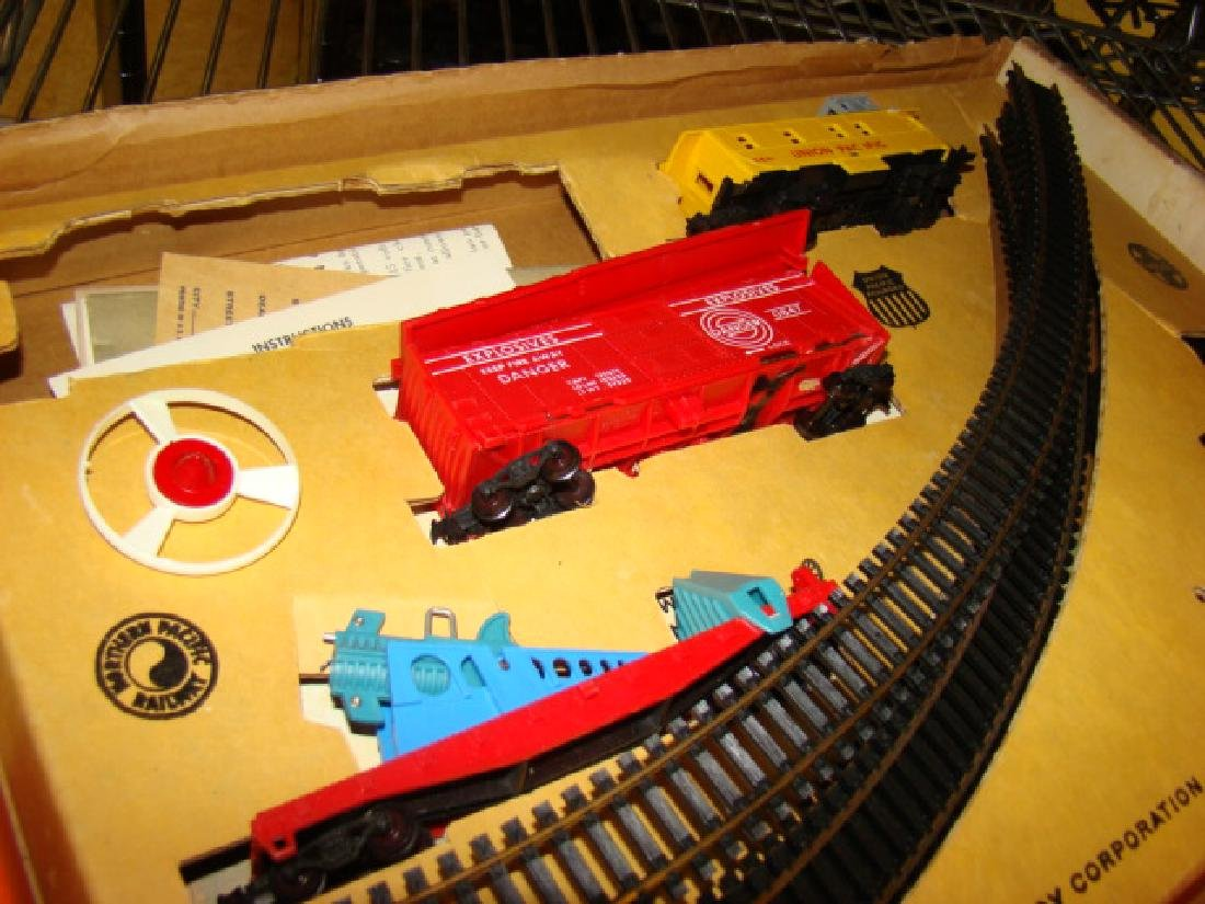 LIONEL HO SCALE TRAIN SET IN ORIGINAL BOX - 4