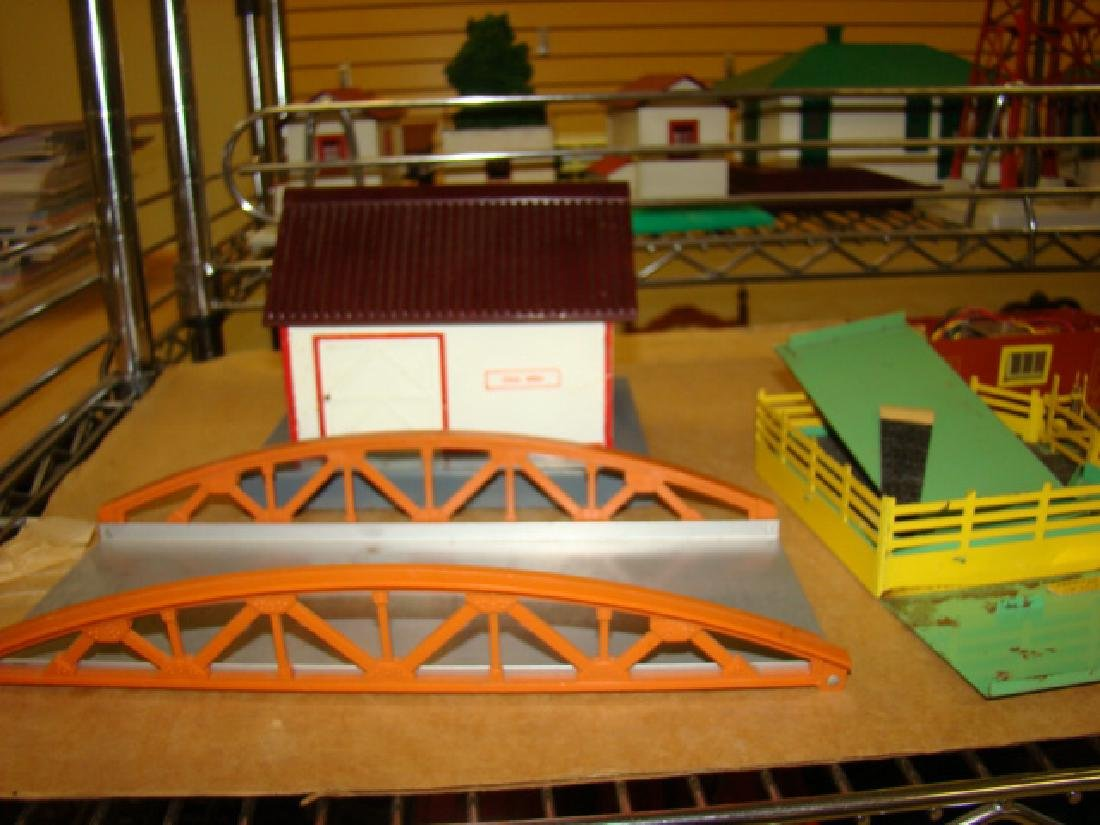 AMERICAN FLYER ACCESSORY HOUSES & BRIDGES - 2