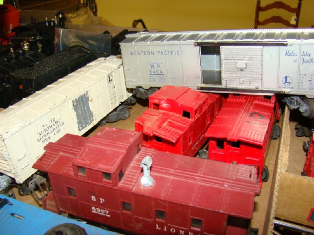 VARIOUS LIONEL TRAIN CARS - 4
