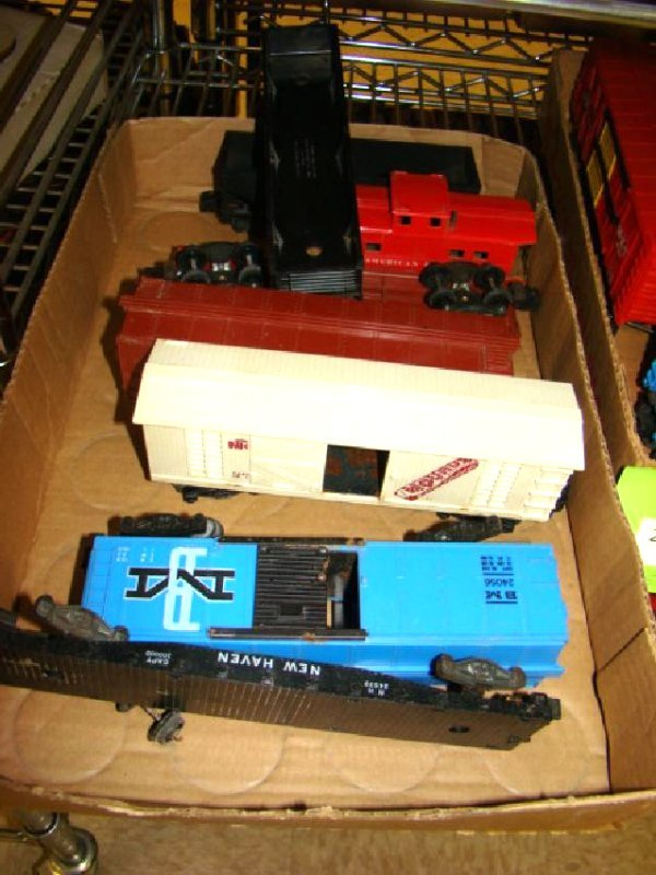 AMERICAN FLYER & LIONEL TRAIN CARS-MIXED LOT - 2