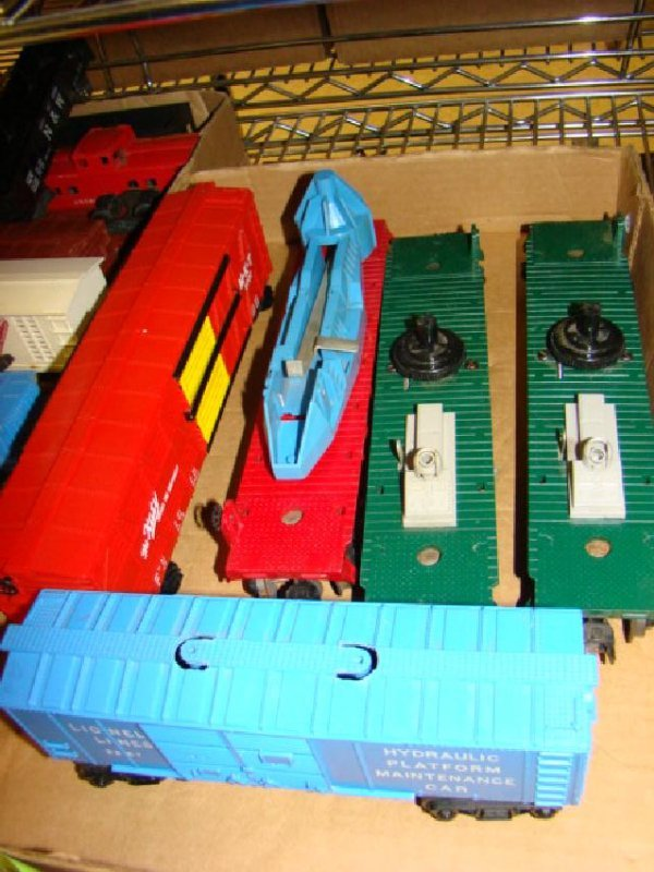 AMERICAN FLYER & LIONEL TRAIN CARS-MIXED LOT - 3