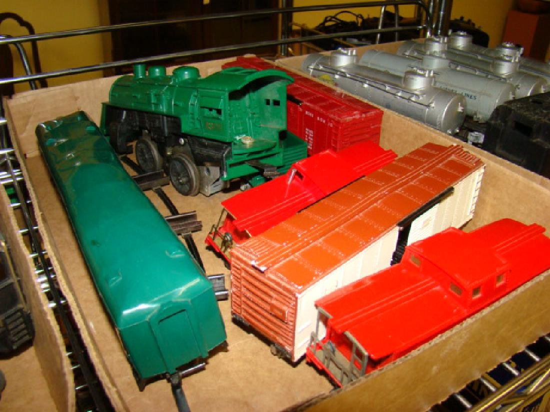 VARIOUS LIONEL TRAIN CARS & LOCOMOTIVES WITH PARTS - 4