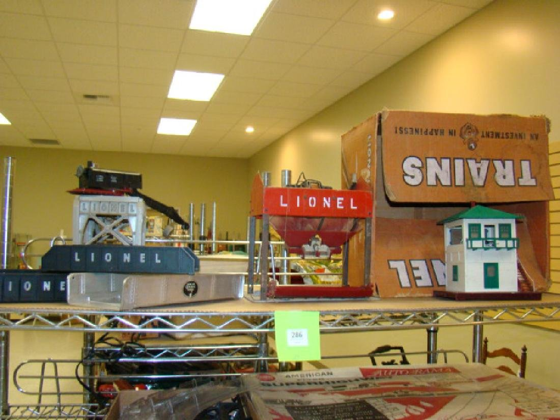 SHELF LOT-LIONEL LOADERS & ACCESSORIES
