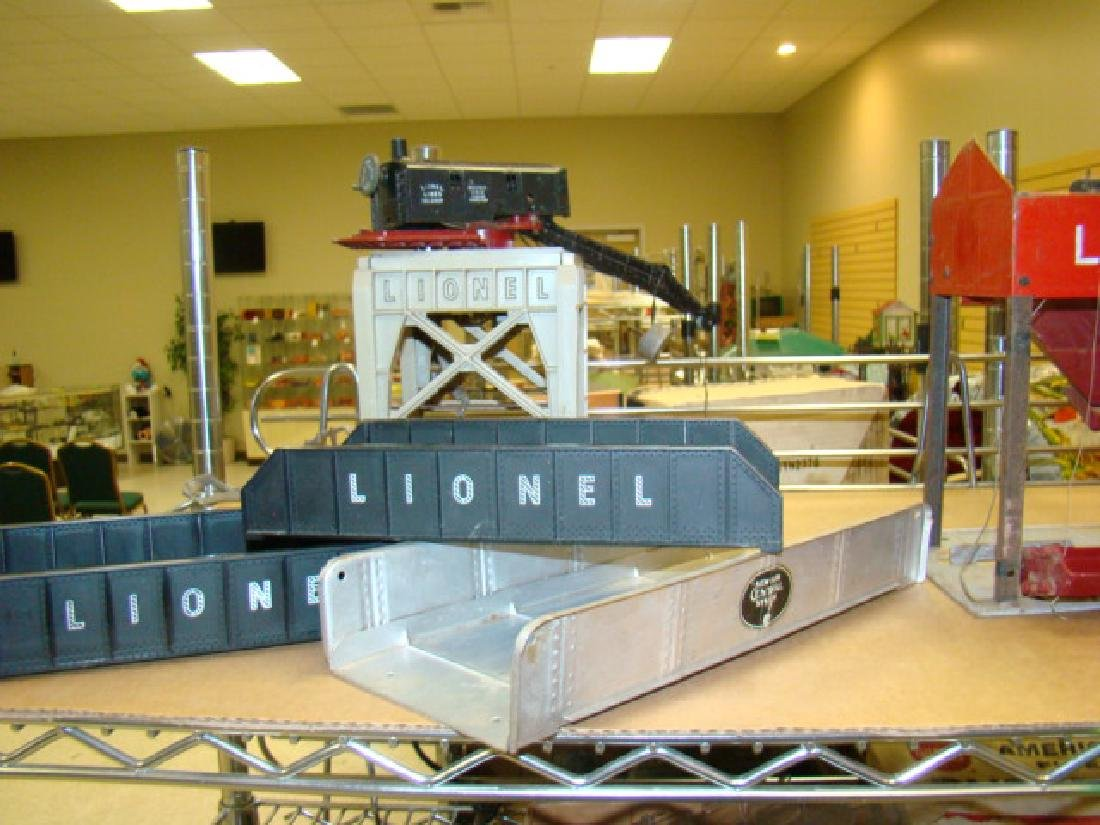 SHELF LOT-LIONEL LOADERS & ACCESSORIES - 2
