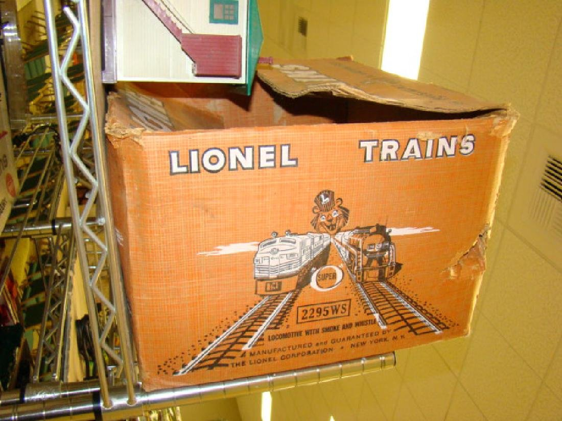 SHELF LOT-LIONEL LOADERS & ACCESSORIES - 4