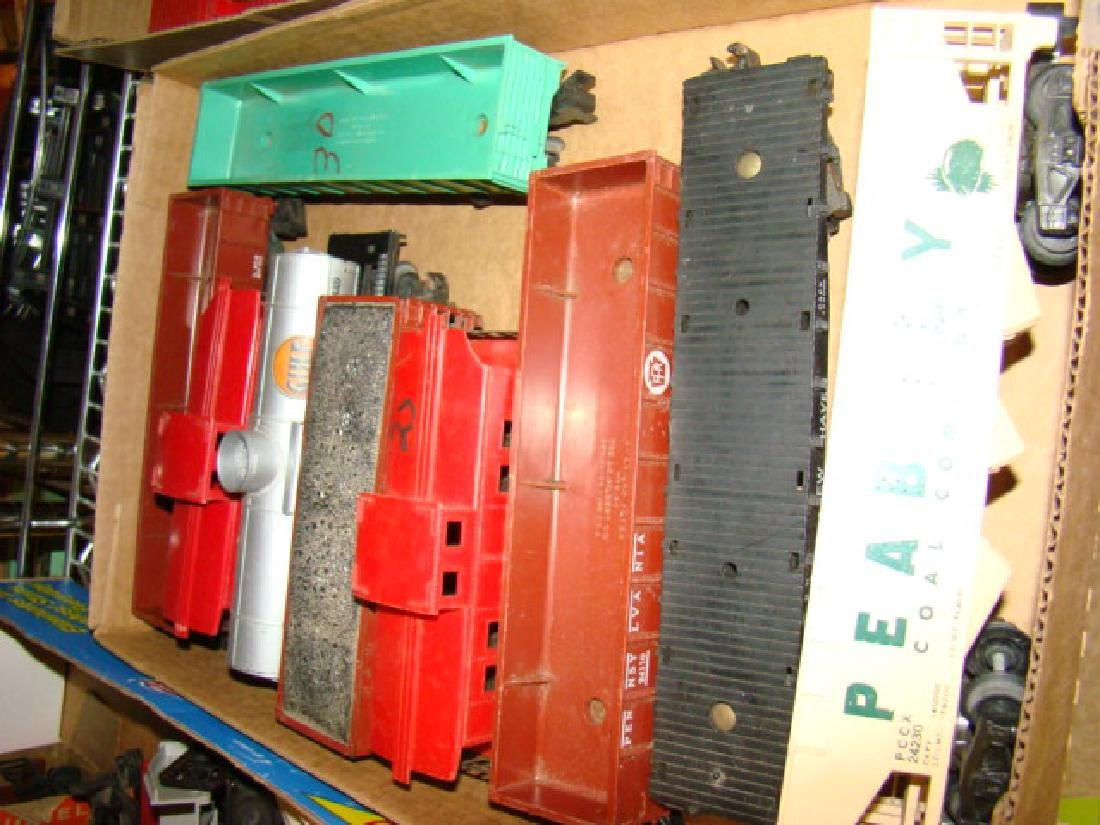 MIXED LOT-PEABODY-CABOOSES-LOCOS - 2