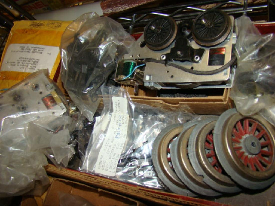 TRAIN PARTS AND ACCESSORY LOT-WHEELS-MOTOR PARTS - 3