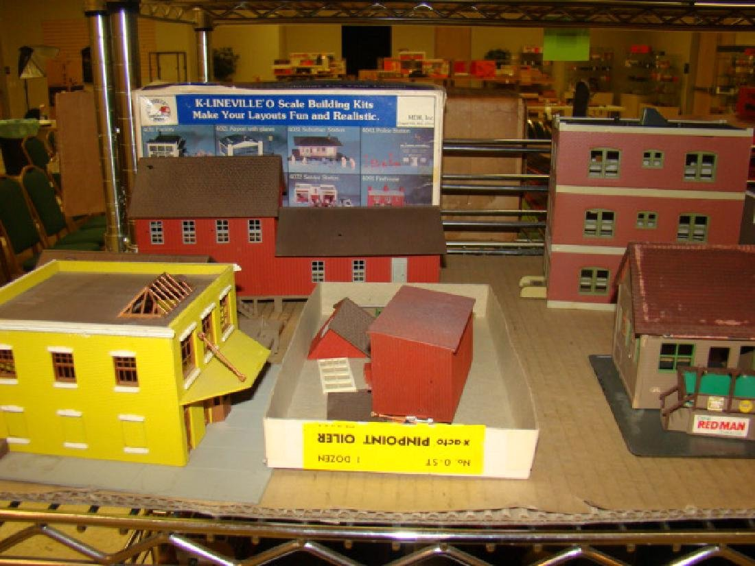 LARGE LOT OF TRAIN VILLAGE HOUSES AND MORE - 2