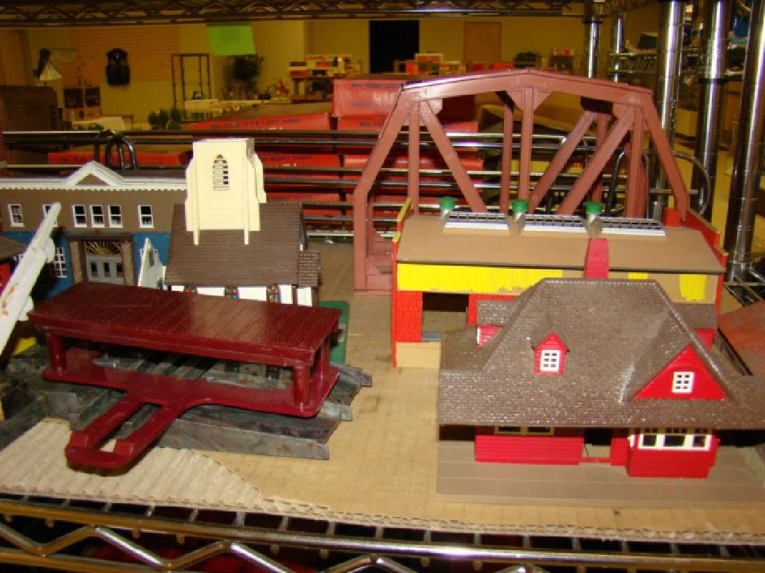 LARGE LOT OF TRAIN VILLAGE HOUSES AND MORE - 4