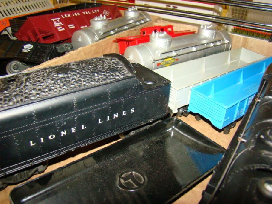 OVER 20 LIONEL TRAINS LOT - 4