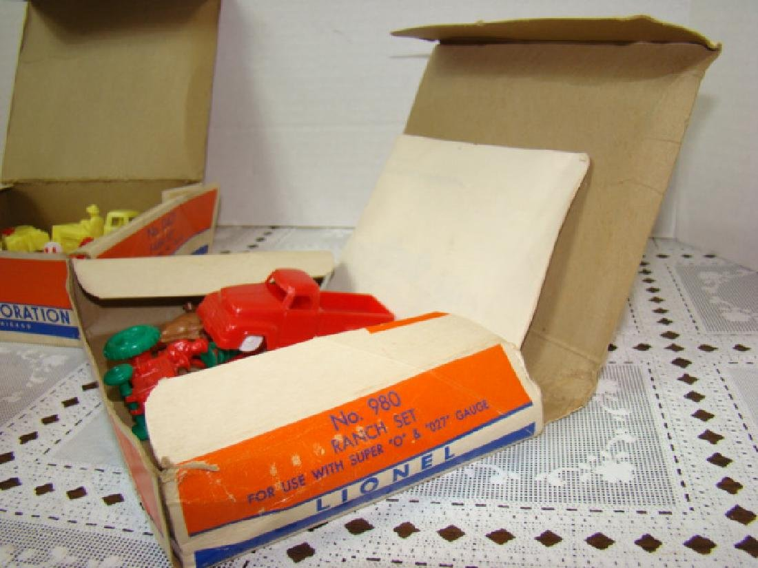LIONEL ACCESSORIES FROM FARM & RANCH SETS - 2