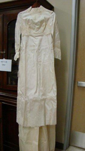VINTAGE IVORY COLOR LACE 7 PEARL WEDDING DRESS