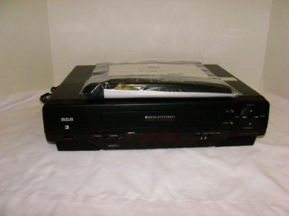 RCA VHS PLAYER WITH REMOTE