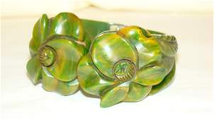 BEAUTIFUL GREEN MARBLED HIGHLY CARVED BAKELITE HIN