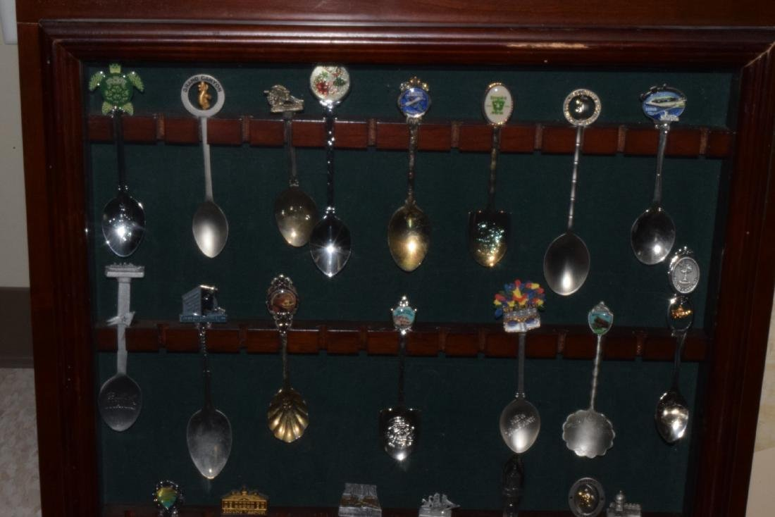29 VARIOUS COLLECTOR SPOONS IN RACK - 3