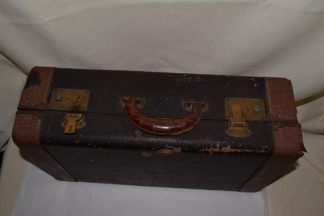 VINTAGE OLDS & SONS TRUMPET & CASE - 10