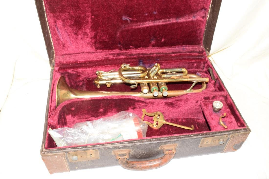 VINTAGE OLDS & SONS TRUMPET & CASE