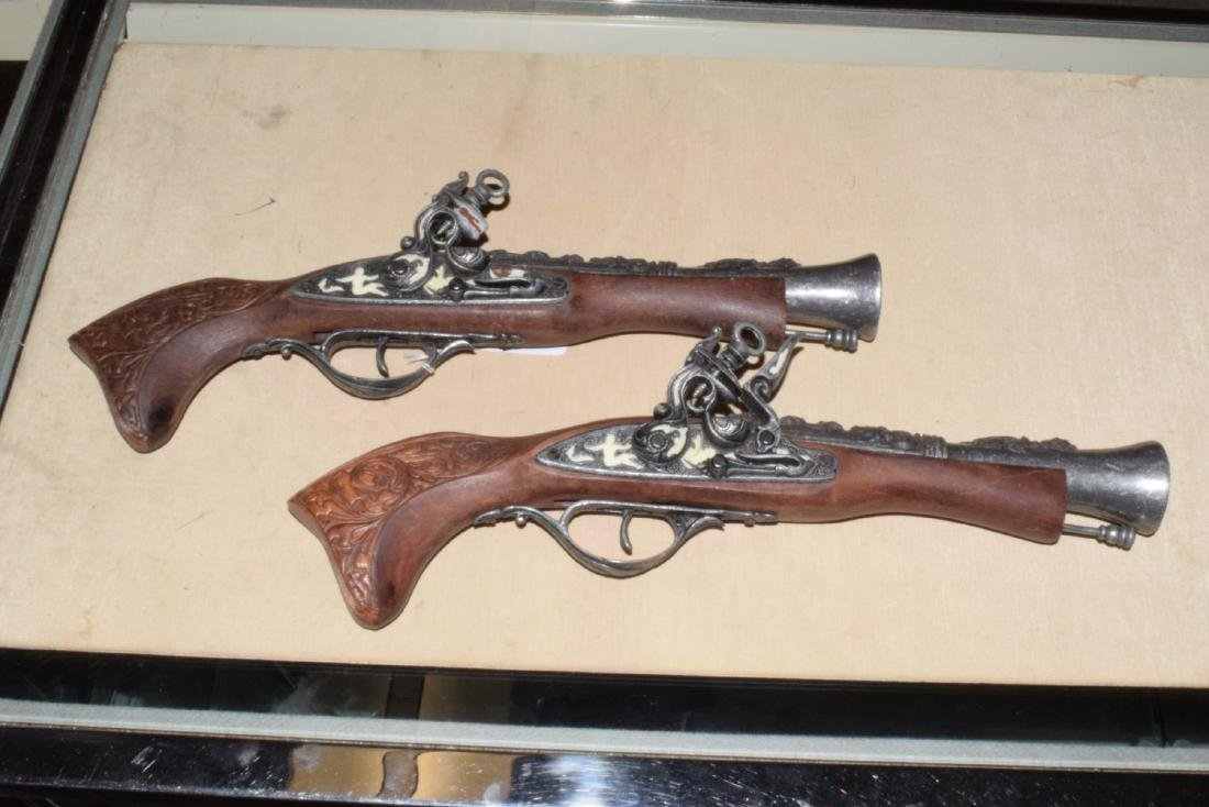 MATCHING DECORATIVE DUELING FLINTLOCKS