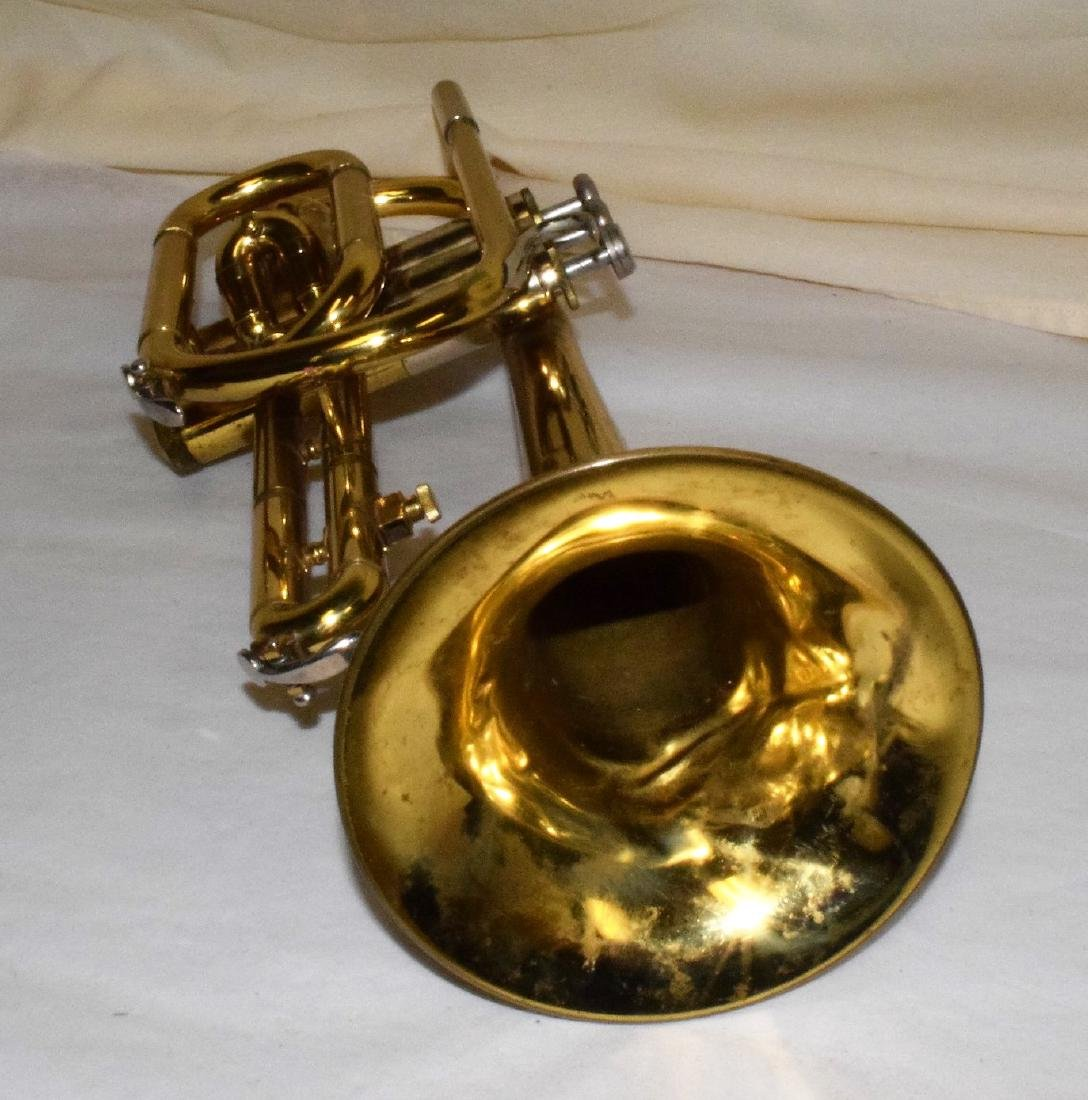 VINTAGE BUNDY TRUMPET & HARD CASE - 4