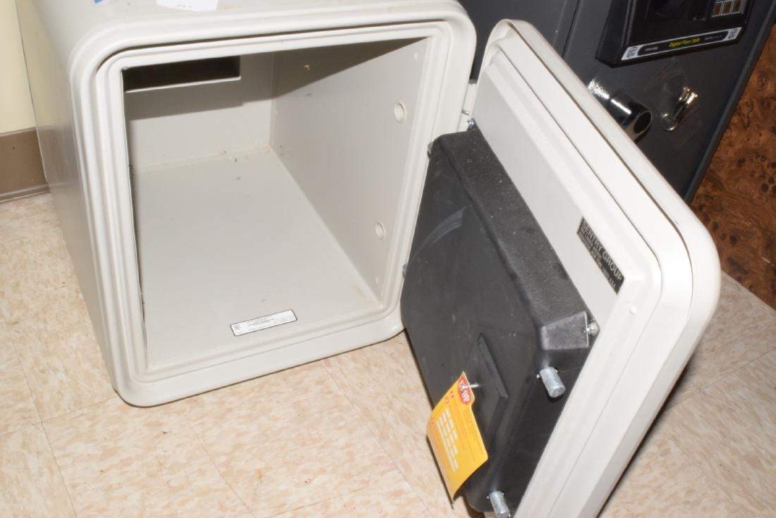 SENTRY FIRE PROOF SAFE & CASH BOX - 3