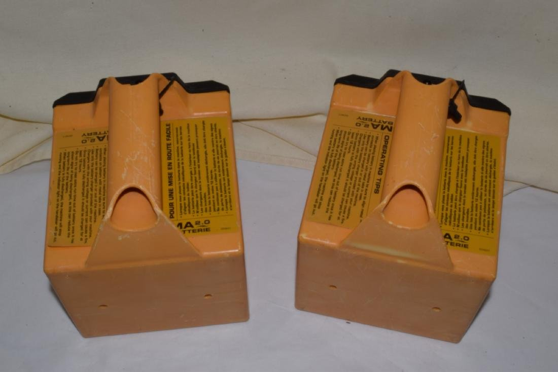 2 RECHARGEABLE LAWN MOWER BATTERIES - 2