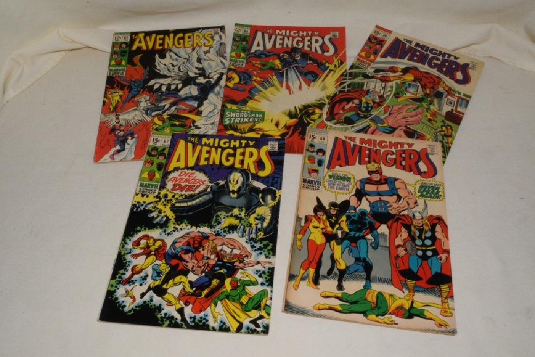 MARVEL COMIC THE AVENGERS & THE MIGHTY AVENGERS