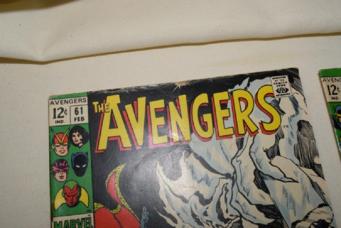 MARVEL COMIC THE AVENGERS & THE MIGHTY AVENGERS - 3