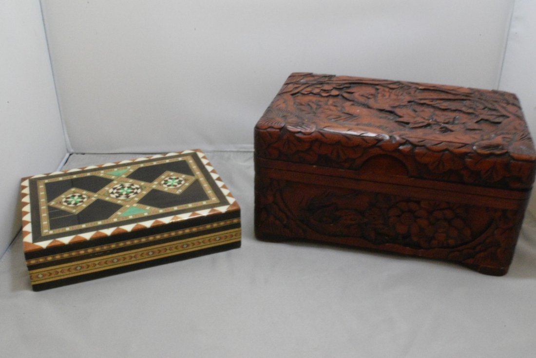 BEAUTIFUL HAND CARVED HINGED BOX AND A INLAID DESI