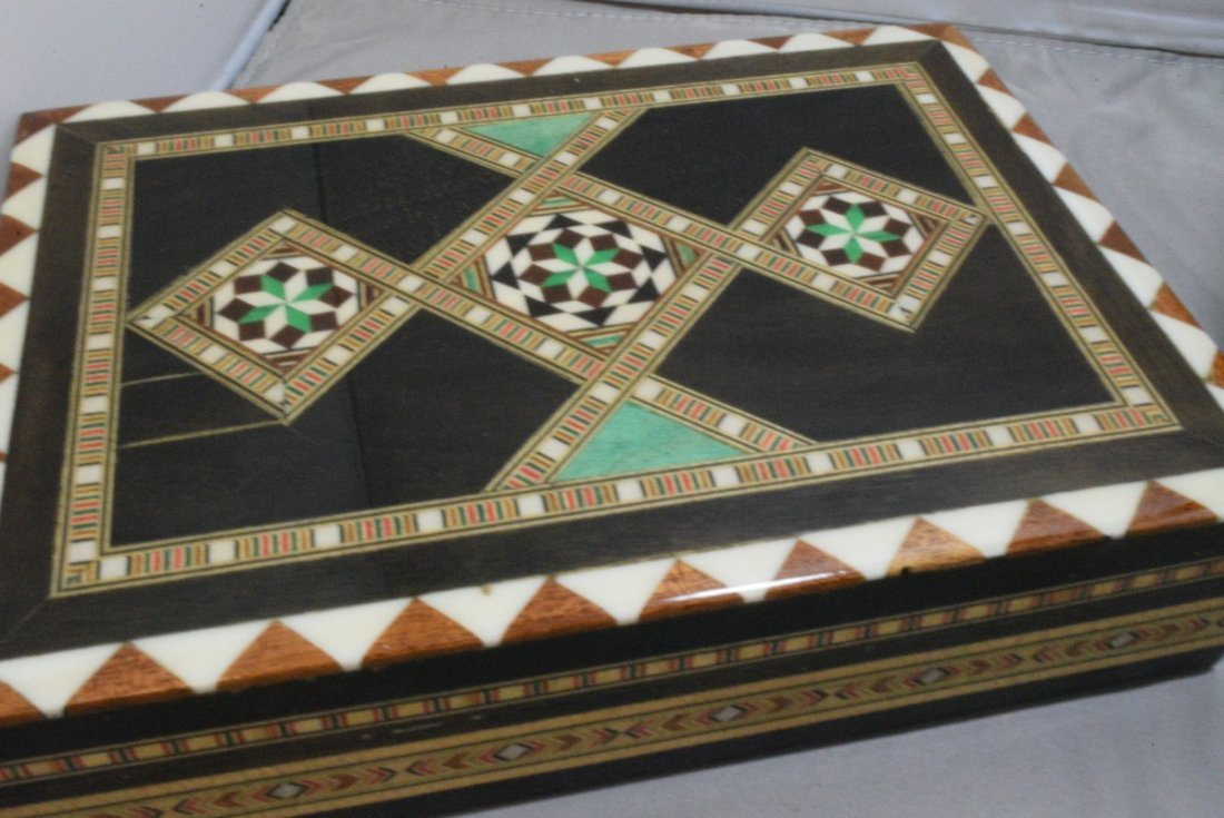 BEAUTIFUL HAND CARVED HINGED BOX AND A INLAID DESI - 2