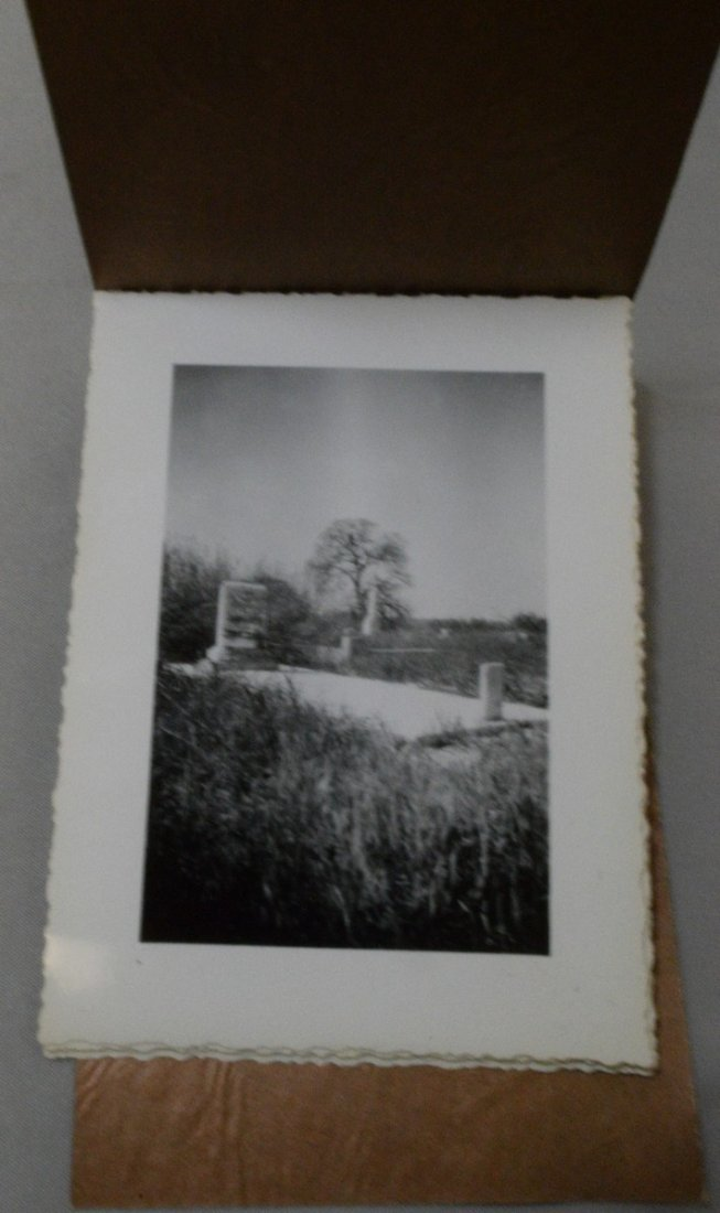 TRAY OF VARIOUS VINTAGE BLACK AND WHITE PHOTOGRAPH - 3