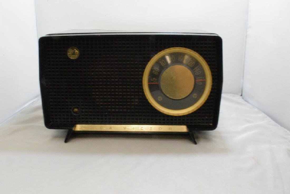 VINTAGE RCA VICTOR TABLE TOP RADIO - MISSING KNOB