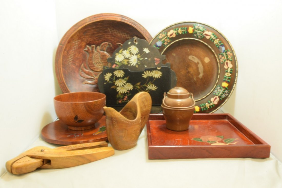 BOX - VARIOUS VINTAGE WOOD ITEMS AND A SMALL COPPER