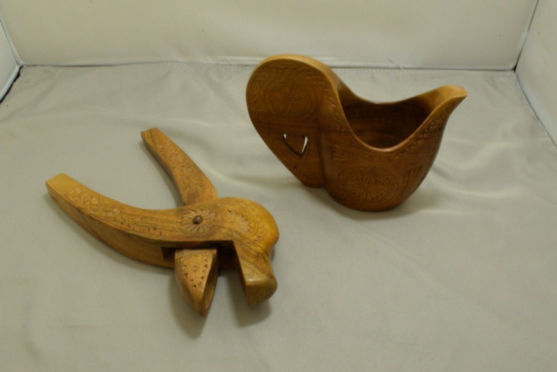 BOX - VARIOUS VINTAGE WOOD ITEMS AND A SMALL COPPER - 3