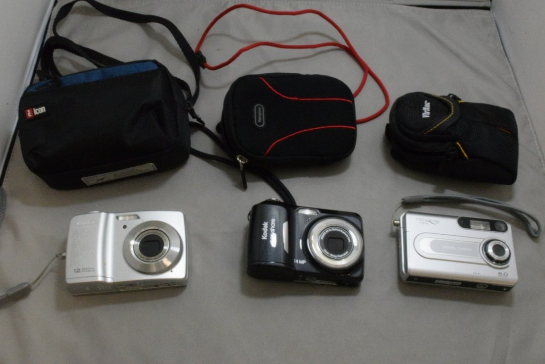 2 PREOWNED KODAK EASY SHARE DIGITAL CAMERAS WITH CASES