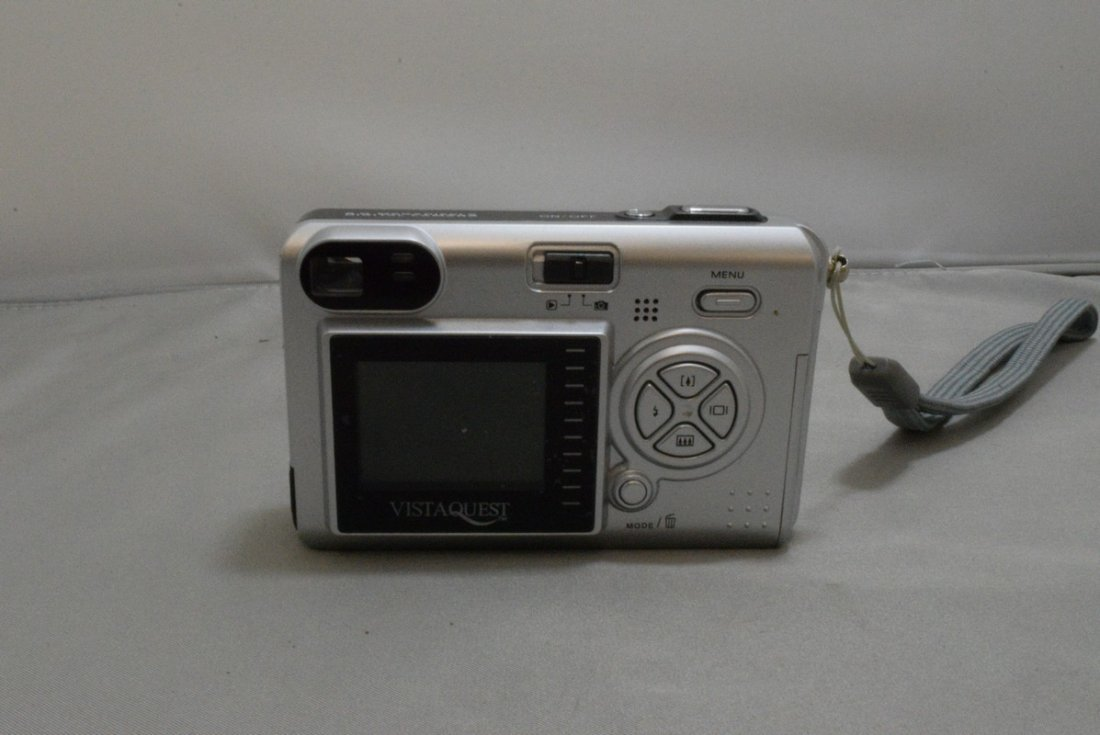 2 PREOWNED KODAK EASY SHARE DIGITAL CAMERAS WITH CASES - 3