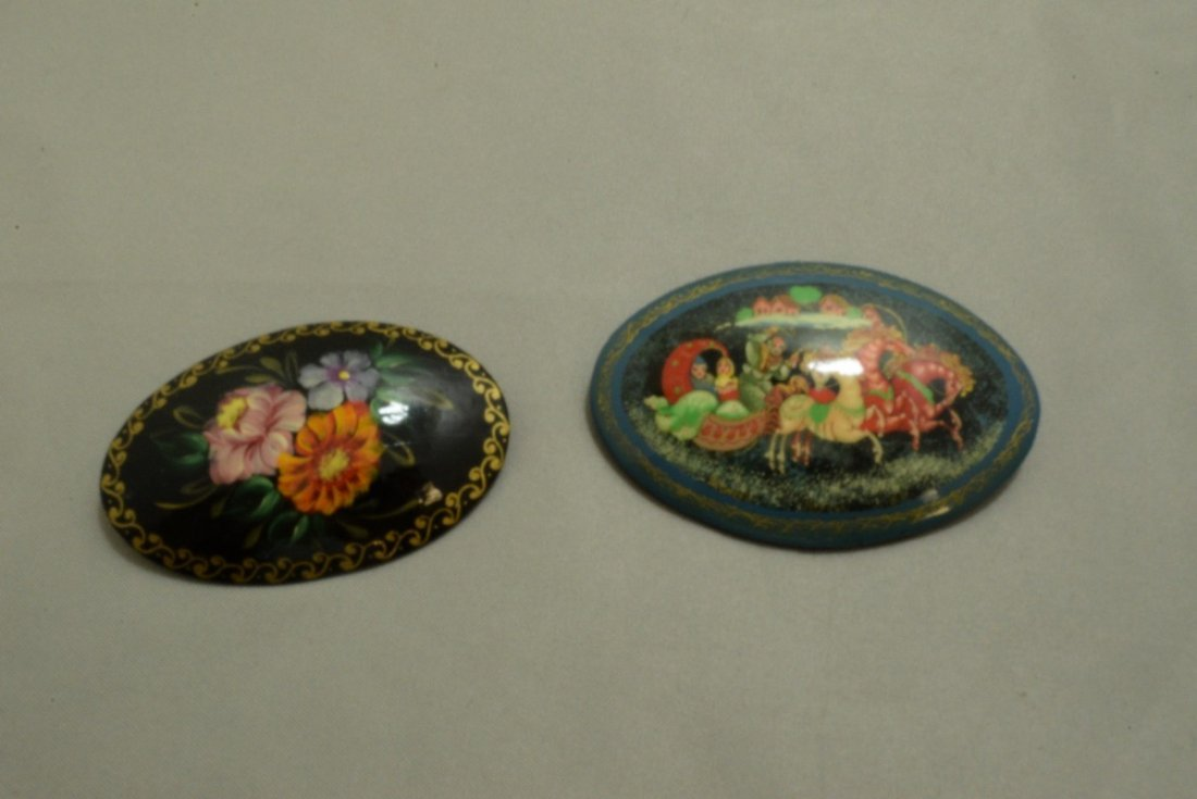 2 RUSSIAN STYLE LACQUER BOXES AND 2 BROOCHES - 6