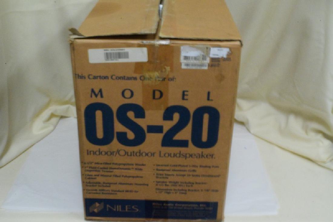 NIB NILES MODEL OS-20 PAIR OF INDOOR/OUTDOOR LOUDS