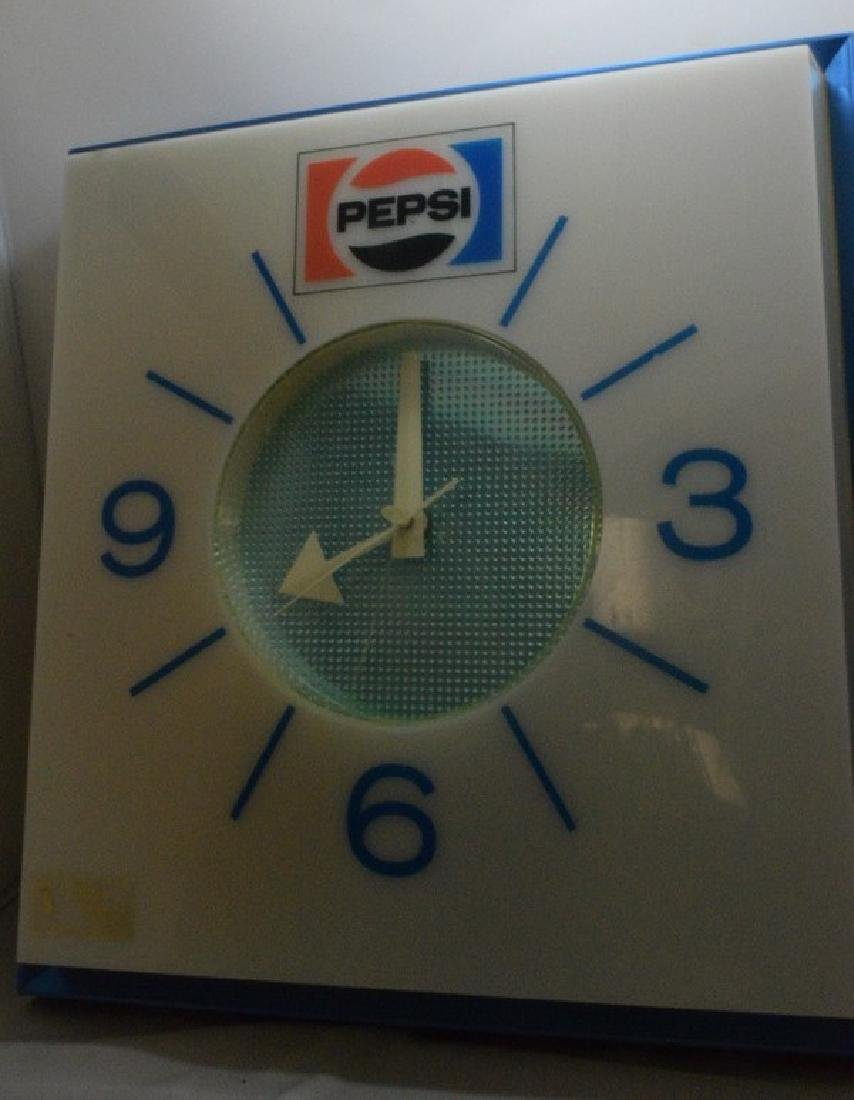 VINTAGE PEPSI ELECTRIC WALL CLOCK - NOT WORKING