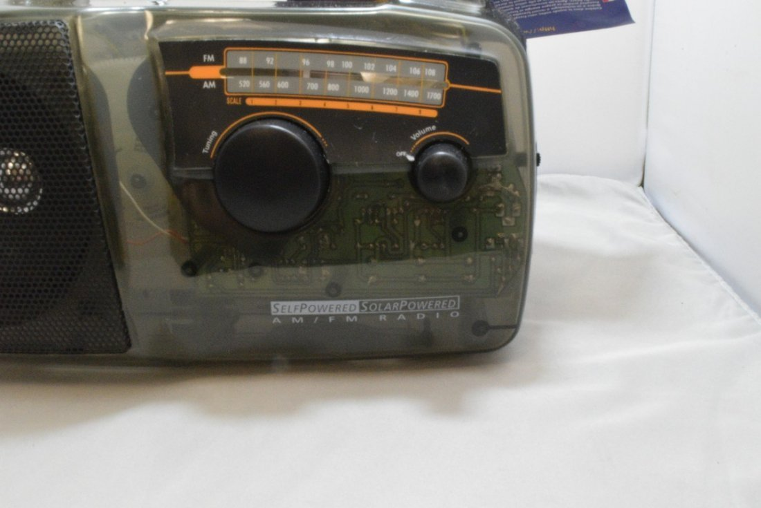 FREEPLAY SELF POWER SOLAR RADIO - TRANSPARENT COLO - 3