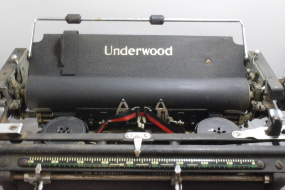 ANTIQUE UNDERWOOD MANUAL TYPEWRITER - KEYS STICK - - 4