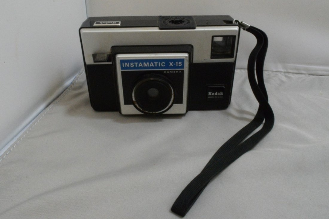 BOX - VARIOUS CAMERAS AND ACCESSORIES - MINOLTA HI - 3