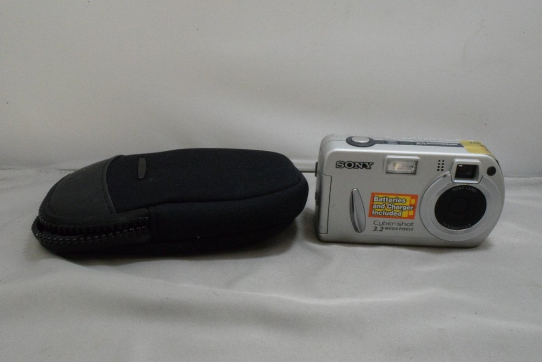 BOX - VARIOUS CAMERAS AND ACCESSORIES - MINOLTA HI - 5