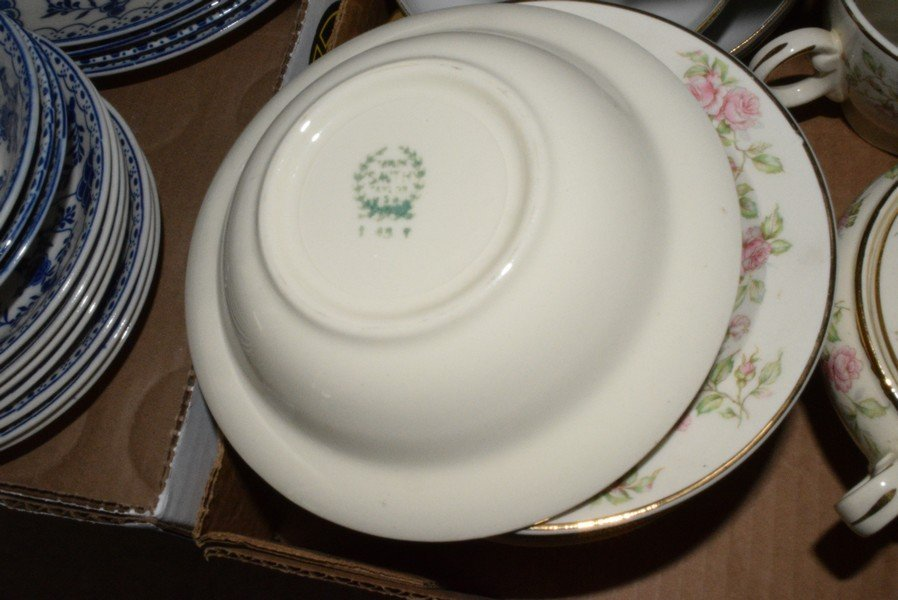 VARIOUS VINTAGE DISHES - 4